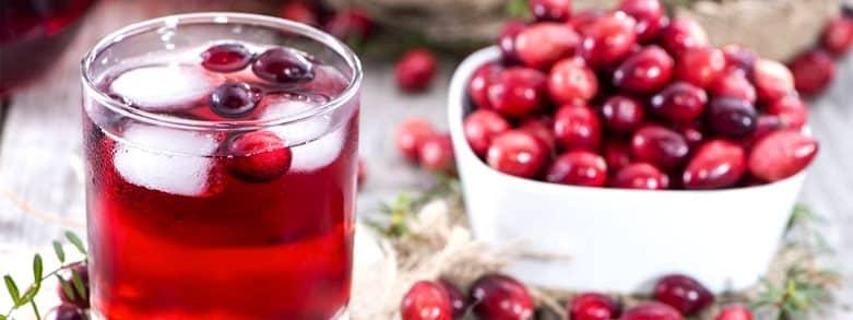 Tranbär i skål och i glas